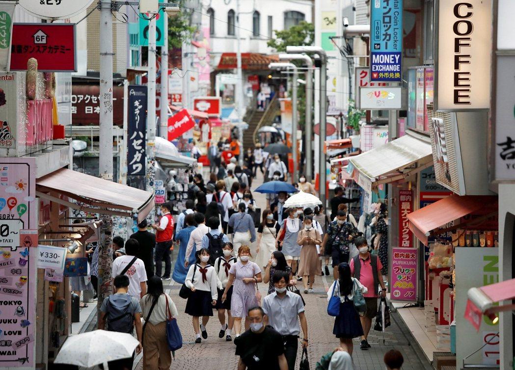 日本今天發表的一項調查指出,今年2到5月發生第一波2019冠狀病毒疾病(COVI...