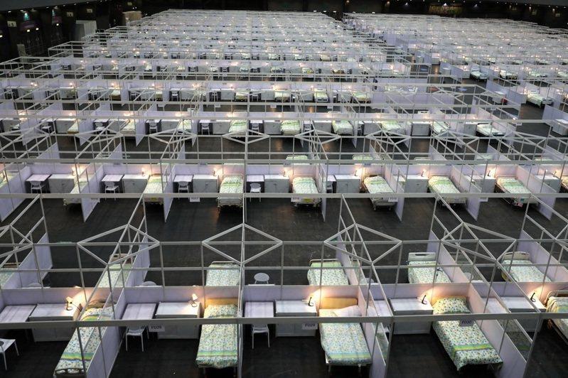 香港亞洲國際博覽館「方艙醫院」病房。新華社