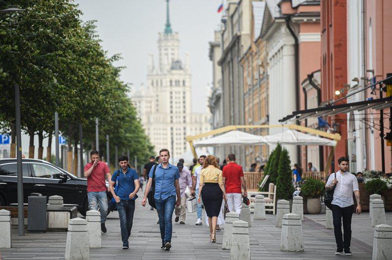 俄羅斯今天通報,新增5427人確診,染疫人數達85萬870人。過去24小時境內又有70人染疫死亡,不治人數達1萬4128人。 圖/新華社資料照