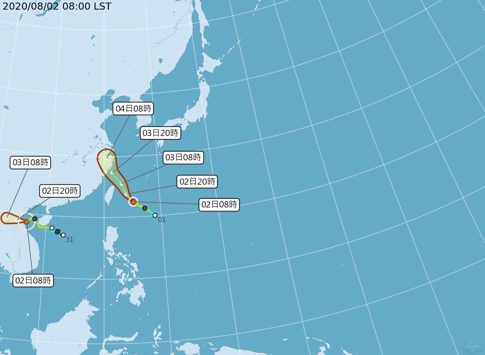 第3號颱風辛樂克(圖左)對台灣沒有影響;而另一個是在琉球南方的哈格比颱風(圖右)...