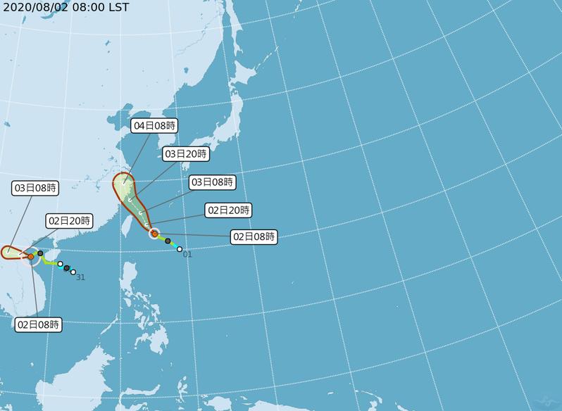 第3號颱風辛樂克(圖左)對台灣沒有影響;而另一個是在琉球南方的哈格比颱風(圖右),預計在明天通過台灣北方近海。圖/取自氣象局網站