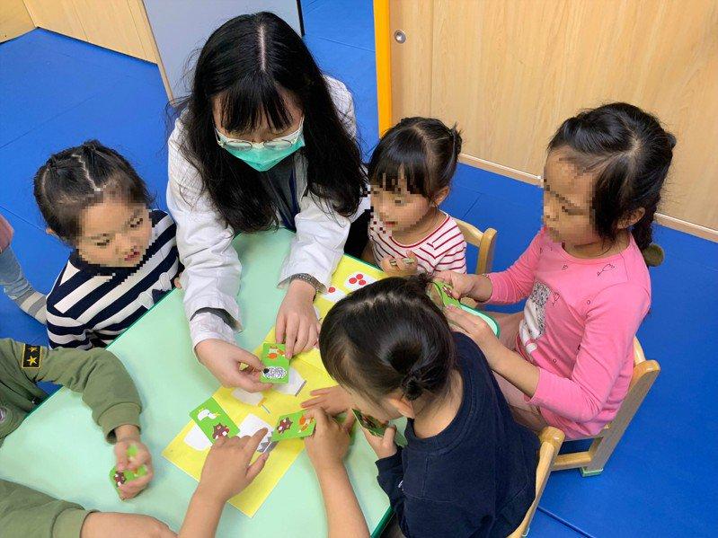 兒童語言發展的黃金期為0至6歲,及早發現並接受療育,通常有更好的治療效果,圖為情境照。記者陳斯穎/攝影