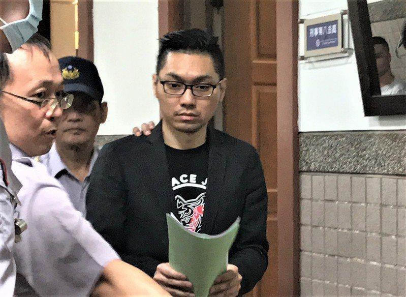 直播主連千毅(右)被依組織、槍砲等罪判八年徒刑,其中一年得易科罰金。圖/聯合報系資料照片