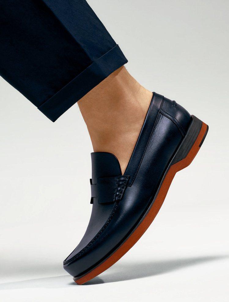 Bob系列莫卡辛小牛皮鞋,28,700元。圖/愛馬仕提供