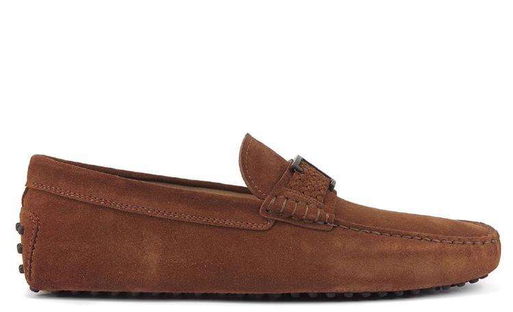TOD'S Timeless雪茄棕麂皮男士豆豆鞋,23,700元。圖/迪生提供