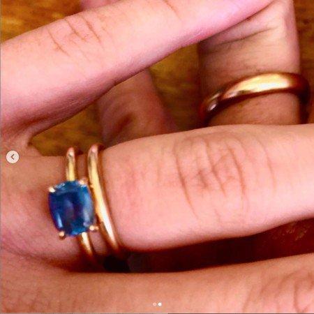 西恩潘好友曬出小倆口戴婚戒照片。圖/摘自IG