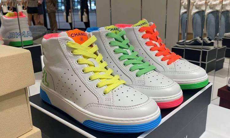 運動鞋有高筒、低筒可選擇。記者吳曉涵/攝影