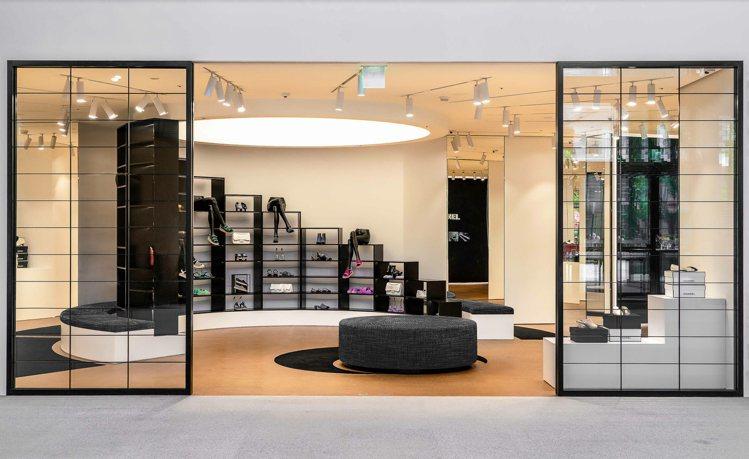 全球第一家香奈兒鞋履限時專賣店日前已於台北信義區百貨遠百信義A13一樓登場。圖/...