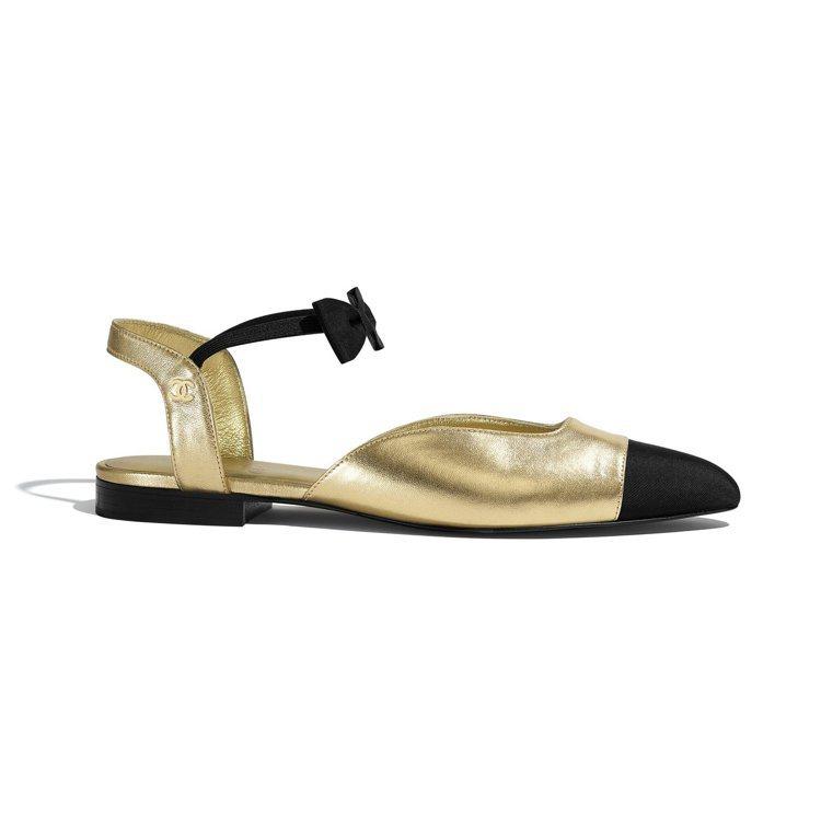 金屬皮革羅緞雙色蝴蝶結平底鞋,27,000元。圖/香奈兒提供