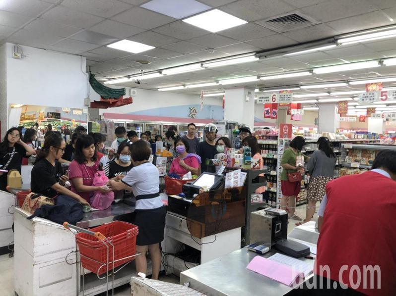 農遊券7月15日開跑後,在各地農會掀起購物熱潮。圖/新北市農業局提供
