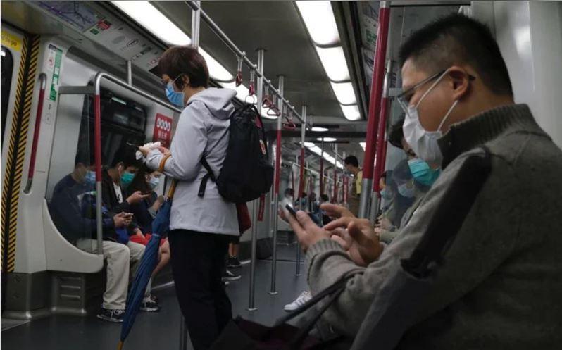 香港2日新增新冠肺炎確診病例115例,均為本土病例。(圖/取自路透)