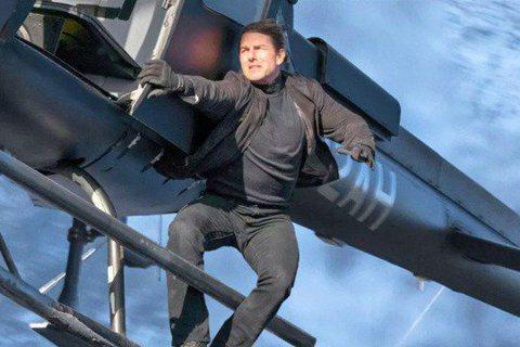 「阿湯哥」湯姆克魯斯(Tom Cruise)不斷超越自己!據外媒報導,「不可能的任務7」(Mission: Impossible 7)已在英國牛津復拍。而阿湯哥也被捕獲從1萬英呎的高空跳傘,一如在「...
