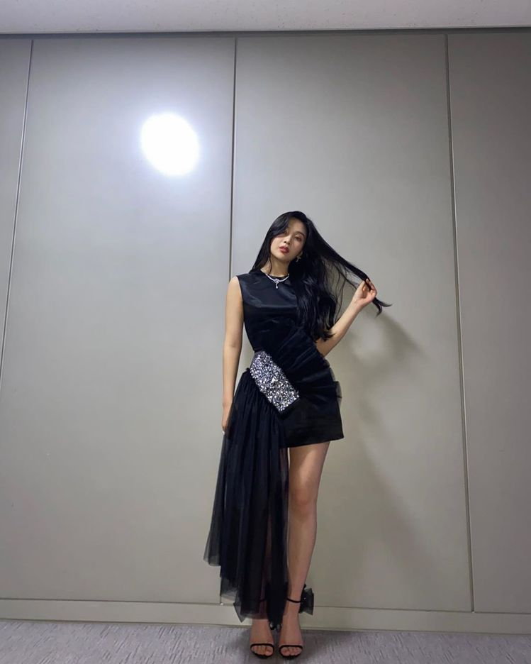 Red Velvet成員朴秀英(Joy)也穿過Giuseppe Zanotti秋...