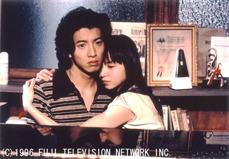 「長假」為木村拓哉(左)首部擔綱男主角的代表作品,與山口智子合作演出。圖/八大提...