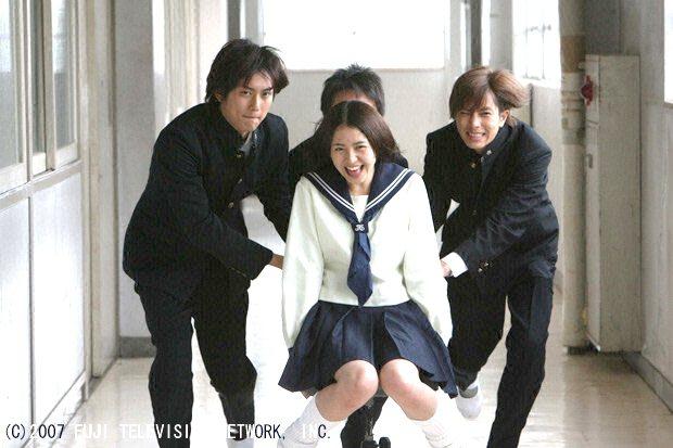 「求婚大作戰」由長澤雅美(中)與山下智久(右)主演。圖/八大提供