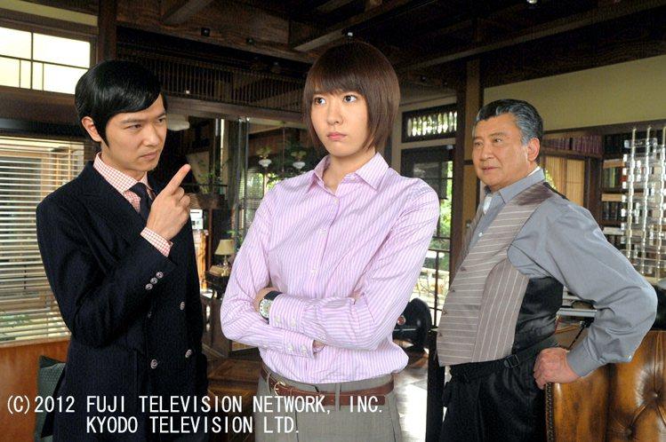 「王牌大律師」堺雅人(左)與新垣結衣主演。圖/八大提供