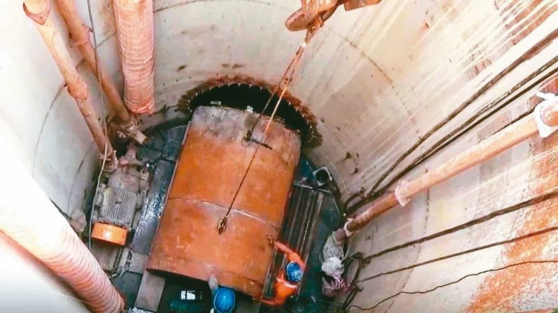 新北市拚2年內汙水管接管率達75%,圖為泰山區正在進行的接管工程。 圖/新北市水利局提供