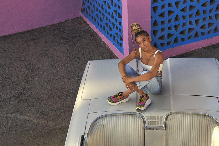 UGG早秋推出CA805拉鍊運動鞋。圖/UGG提供
