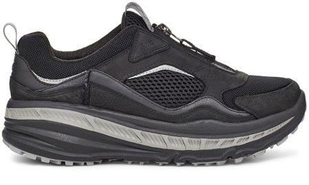 男款CA805網面拉鍊運動鞋(黑),6,500元。圖/UGG提供