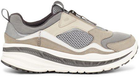 男款CA805網面拉鍊運動鞋(淺卡其),6,500元。圖/UGG提供