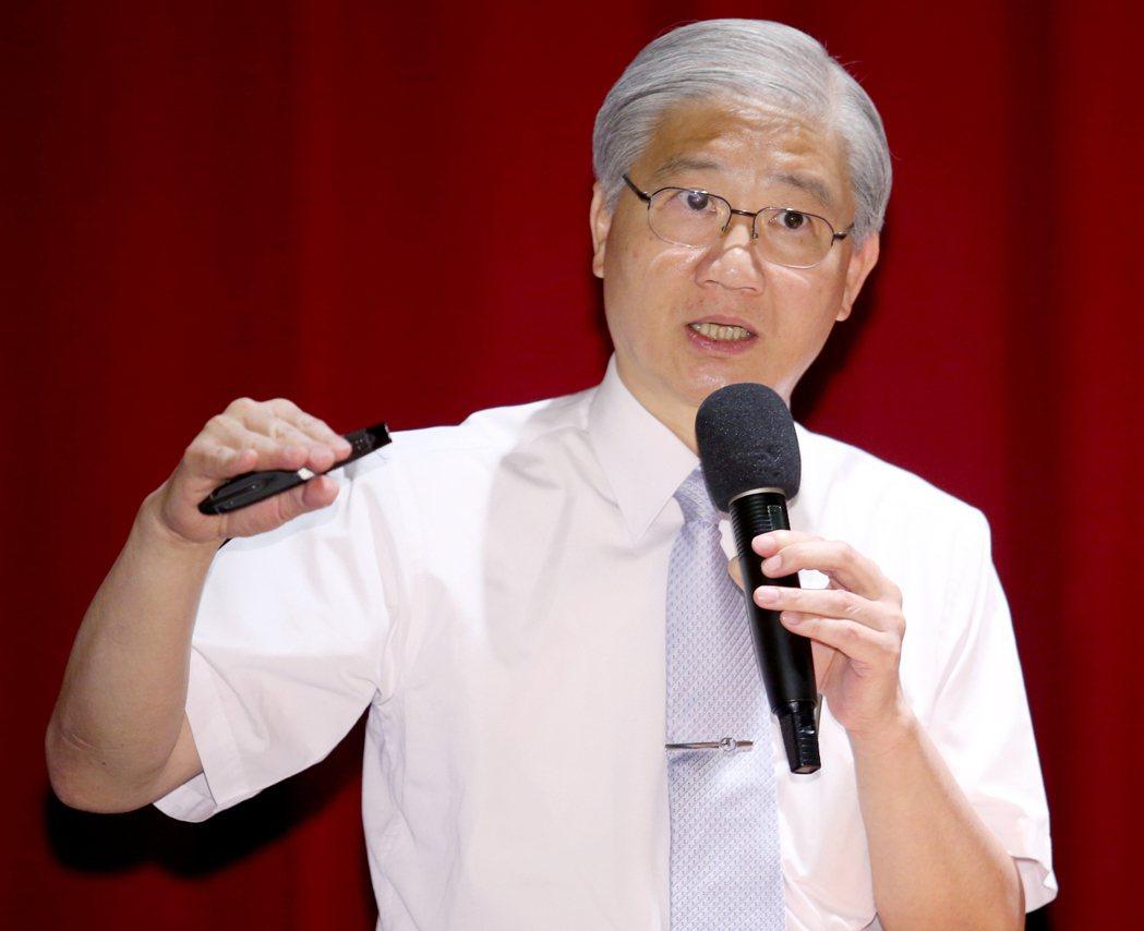 中研院院士楊泮池表示,國家資源的立場,肺癌最理想的治療絕對不是標靶治療、免疫治療...