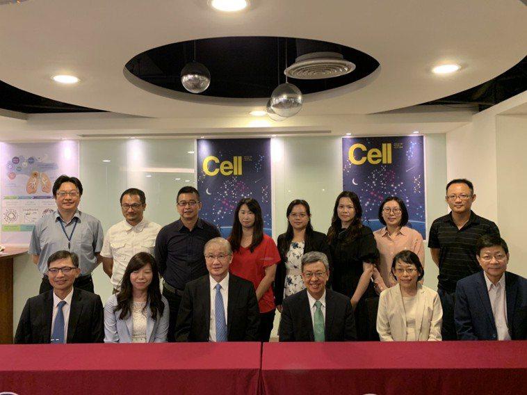 台美合作的「登月計劃」解析不吸菸肺癌成因,獲刊於頂尖期刊《細胞》,研究團隊包括前...