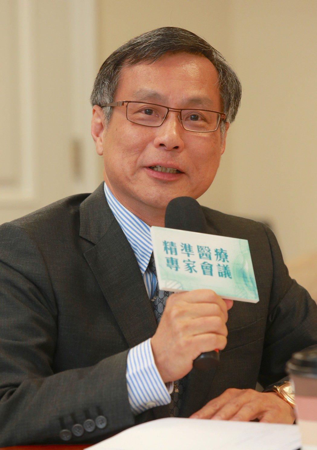 「白挨一刀並不值得高興。」台北榮總胸腔腫瘤部前主任蔡俊明說,除了手術麻醉風險,開...