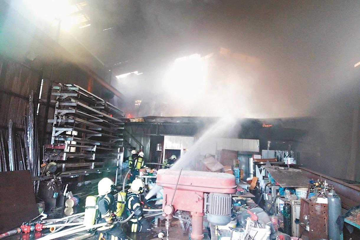 桃市、竹縣工廠起火 無人傷亡