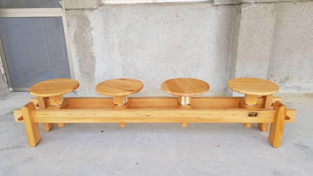 室內設計師劉大慶參加「跨域高階設計師家具研究班」課程,創作「坐忘」(Sittin...