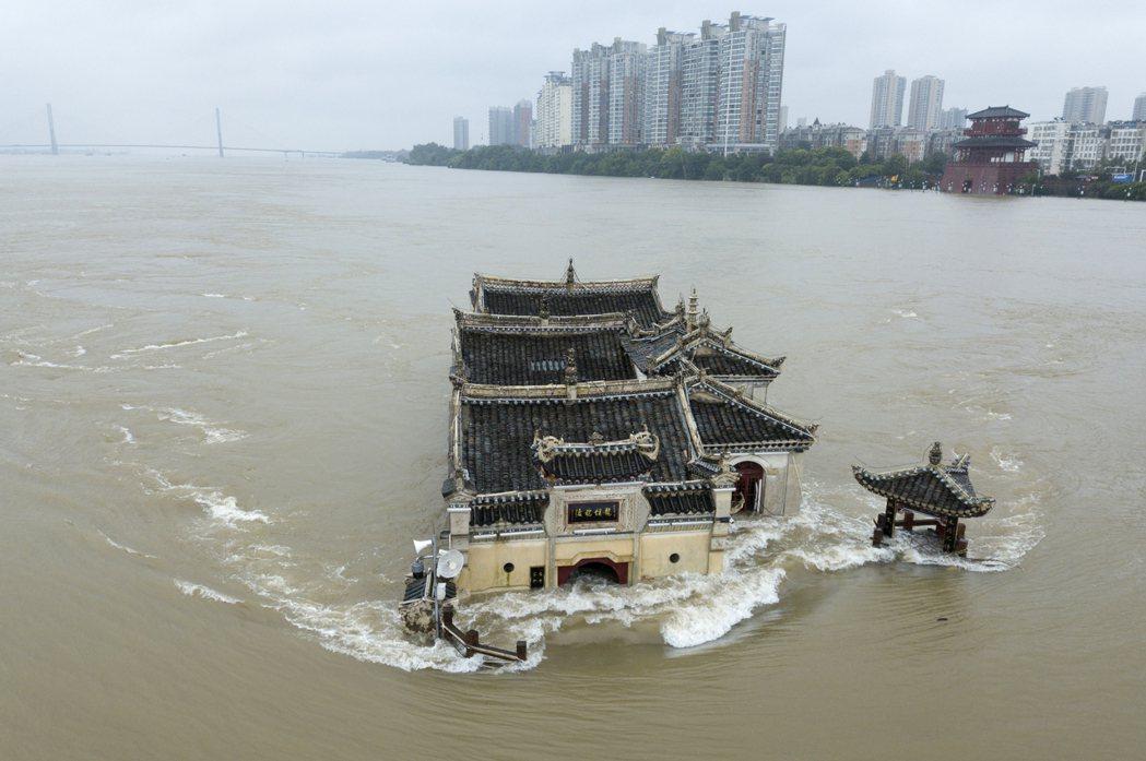 長江上游的雨尚未全面減緩,下游現在又有哈格比颱風來勢洶洶,預計從福建、浙江登陸之...