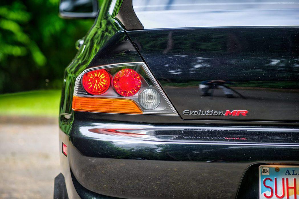 尾燈也是一律JDM化換上日規尾燈。 摘自bringatrailer.com