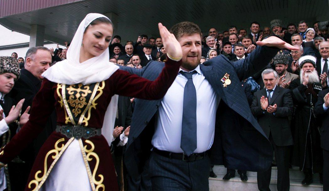 小卡迪羅夫曾公開支持「榮譽殺人」,其治下的車臣對於婦女權利嚴重打壓。 圖/歐新社
