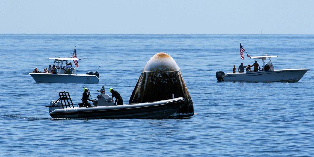 這項任務全程由SpaceX主責規劃並執行,並與美國官方的太空總署NASA產官合作...