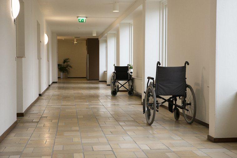 送重症病人回家,談何容易,病人的身體狀況隨時在變化,團隊得做好萬全準備才能成行。...