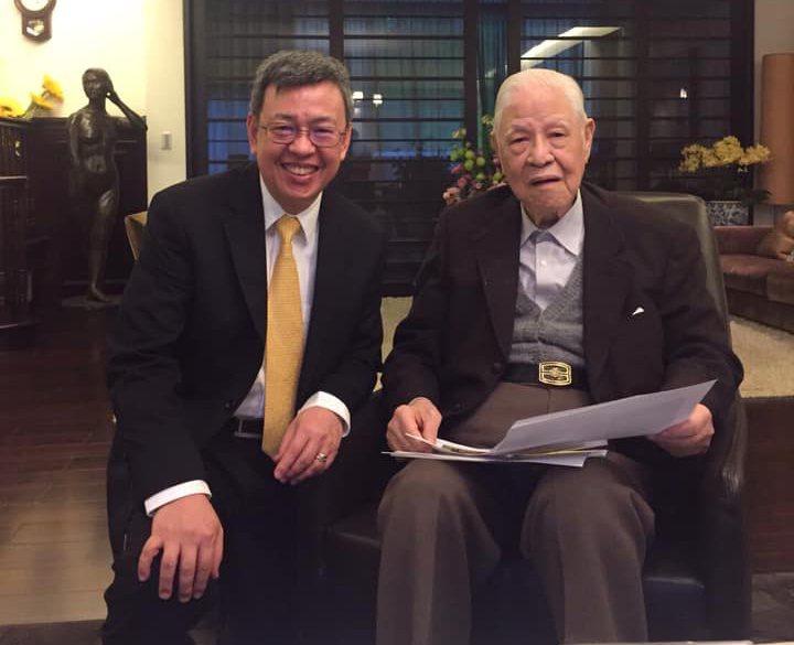 前副總統陳建仁(左)在臉書回憶與前總統李登輝(右)過往。 圖/翻攝自陳建仁臉書