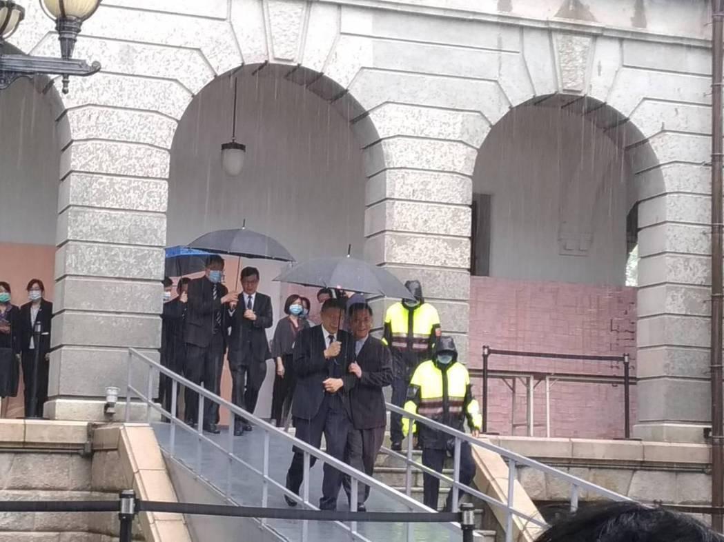 台北市長柯文哲今天上午9點半前往台北賓館,弔唁前總統李登輝。柯文哲表示,他心目中...
