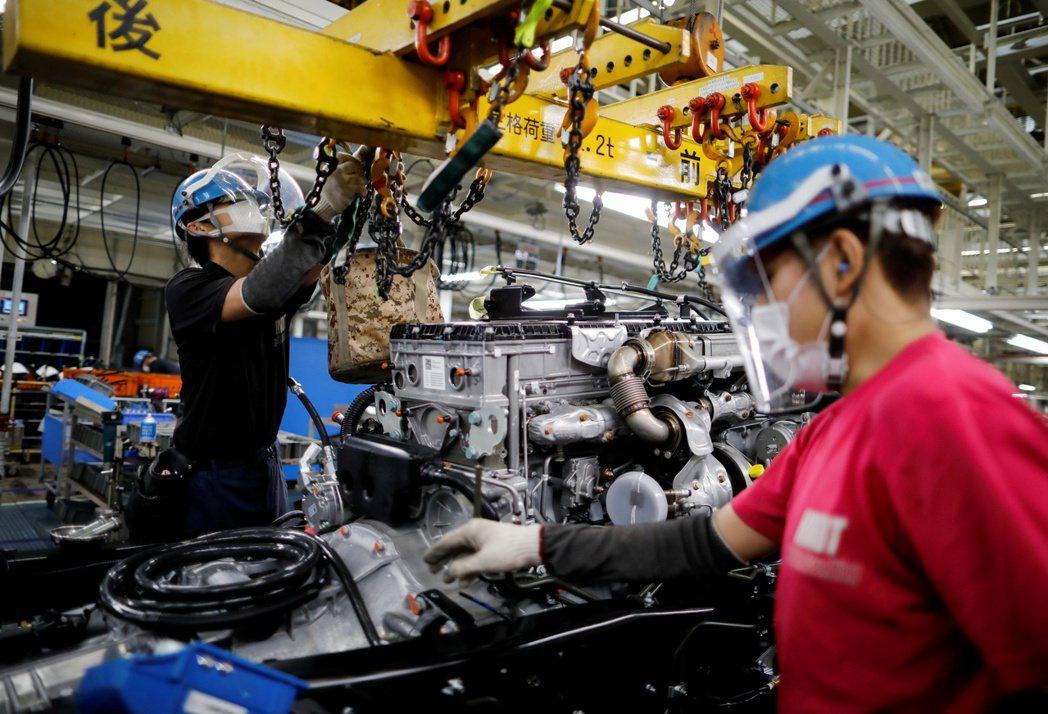 最新數據顯示,亞洲工廠活動在7月溫和回升。路透
