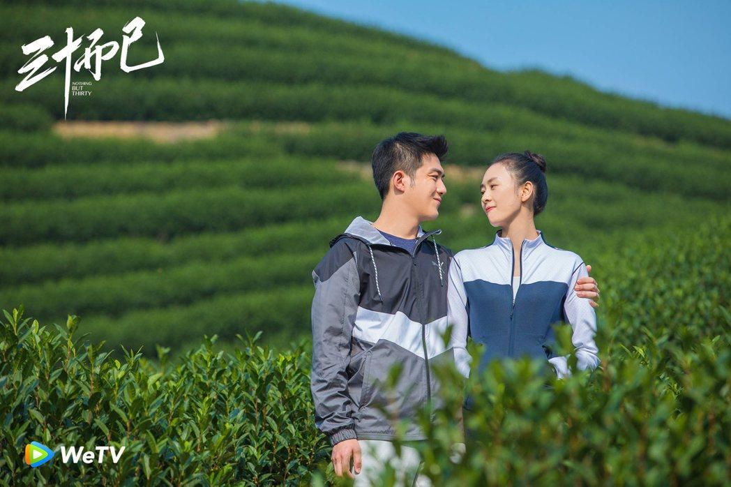 童瑤(右)在「三十而已」中面臨老公李澤鋒出軌。圖/WeTV提供