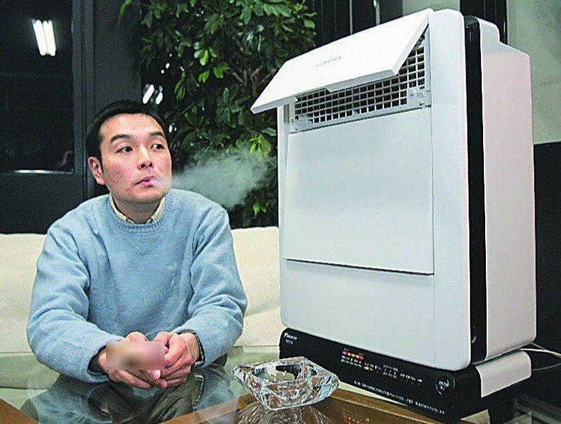 陳婦連拍空氣清淨機面板3個半月,證明家裡被鄰居菸味汙染。圖為示意圖,非新聞當事人。法新社