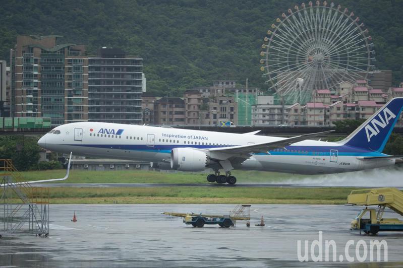全日空今天起復飛台北松山-日本羽田航線,航班編號NH852的全日空波音787-9客機從松山機場起飛。記者季相儒/攝影