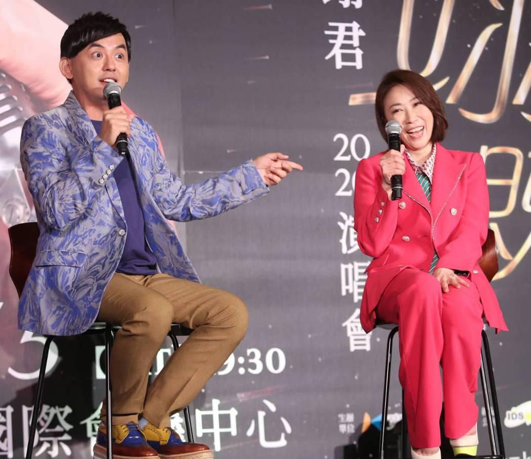 李翊君(右)邀黃子佼擔任演唱會嘉賓。記者侯永全/攝影