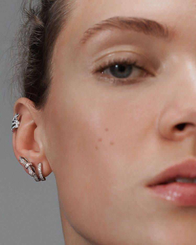 風格語彙五:層疊配戴。挑戰混搭多副耳環。圖/香奈兒提供
