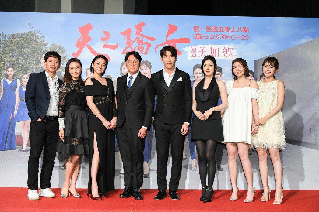 王耿豪(左起)、梁家榕、江祖平、趙擎 、黃少祺、韓瑜、曾智希、林萱瑜出席「天之驕