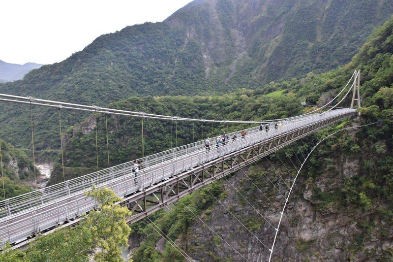 山月吊橋將於8月12日試營運,並採網路預約解說制度,在8月7日上線開放預約。記者王思慧/攝影