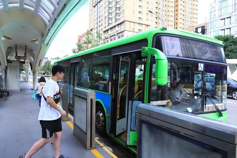 台中公車優惠政策,台中審計處認為預算越來越多,搭乘人次卻未見成長,應檢討了。記者陳秋雲/攝影