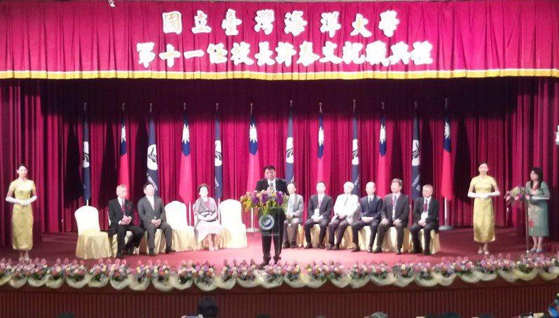國立台灣海洋大學今天舉辦第11任校長許泰文就職典禮,許以「我海大、我榮耀,團結和諧興海大」發表演說。記者邱瑞杰/攝影