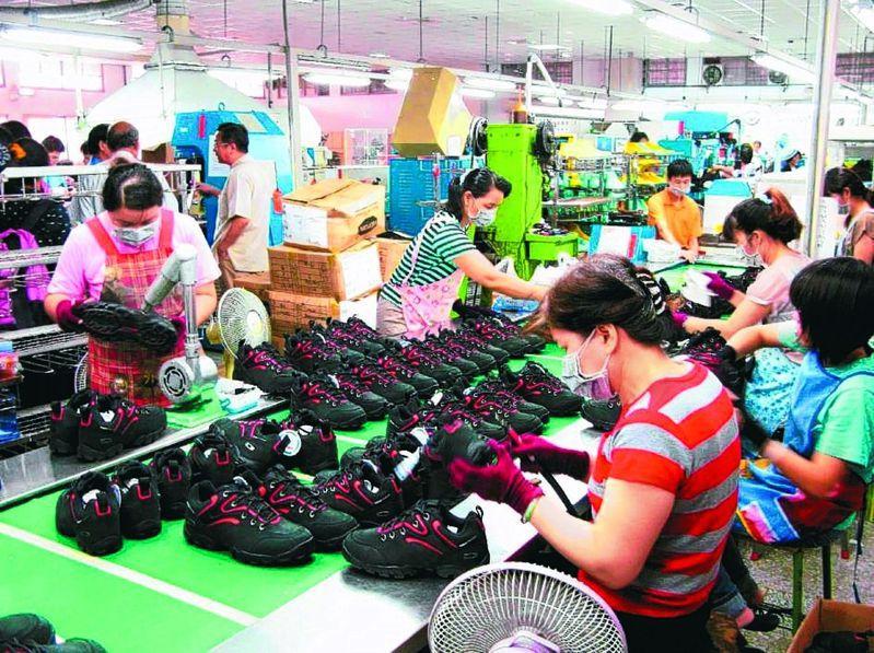 因全球第二波疫情,台灣許多以外銷為市場的產業仍持續受影響。 圖/聯合報系資料照片