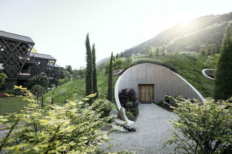 義大利飯店中的新水療中心,讓網友看了全歪樓。 圖擷自amazingarchitecture