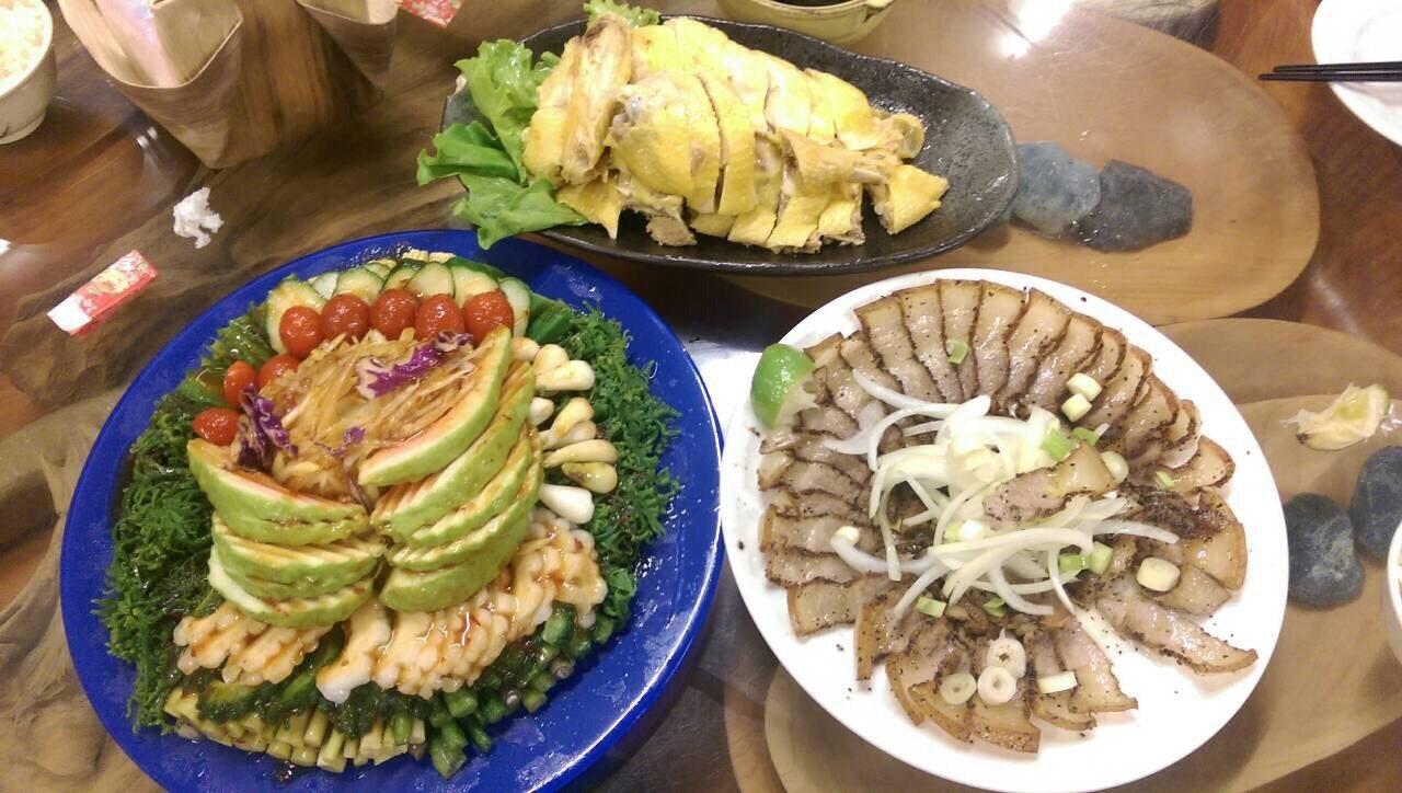 馬太鞍部落有著名的紅瓦屋文化美食餐廳,提供阿美族風味料理。 圖/徐庭揚 攝影