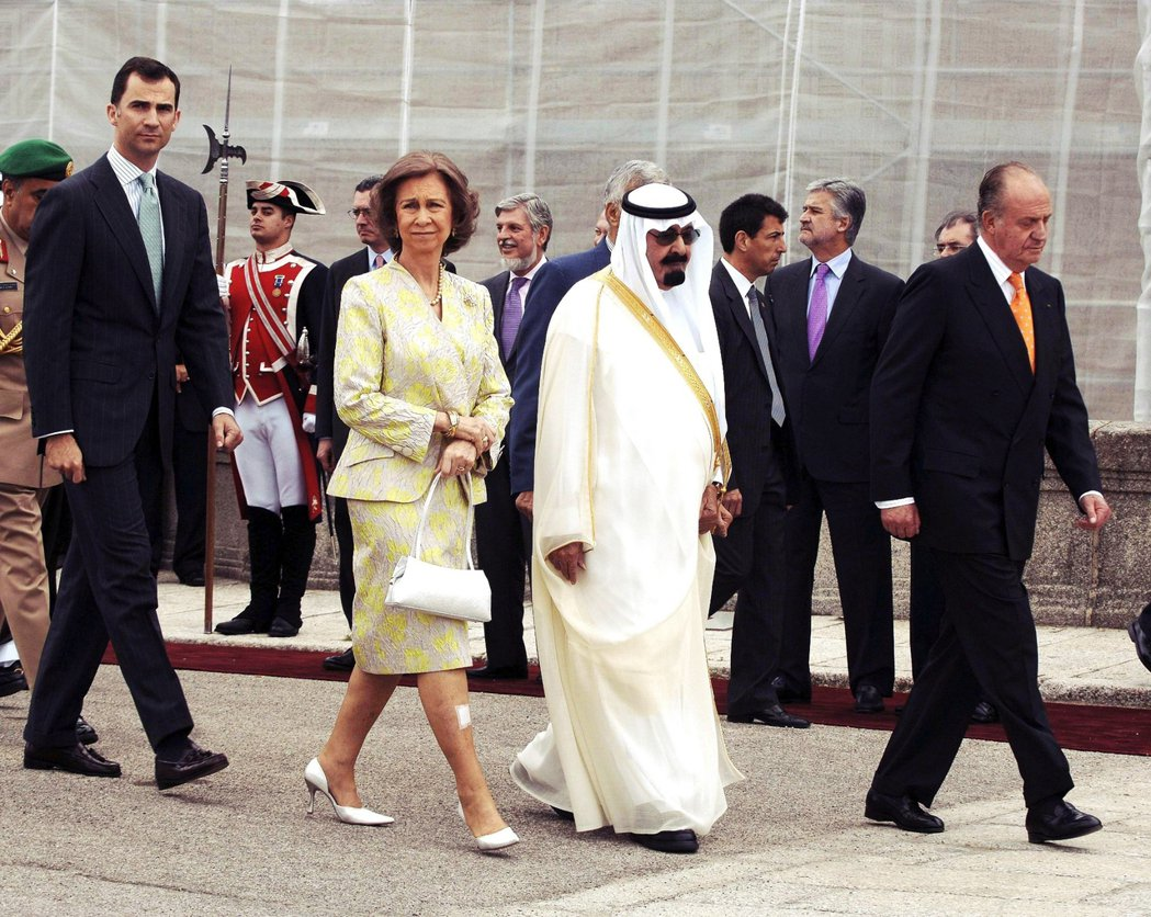 根據《路透社》報導,胡安卡洛斯被指控於2008年時,透過離岸帳戶收取了沙烏地阿拉...
